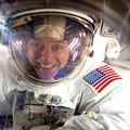 Ron_garan_in_space_suit-helmet