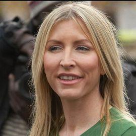 Heather Mills Headshot