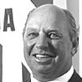 Dennis Hull Headshot