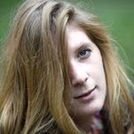 Emily Ainsworth Headshot