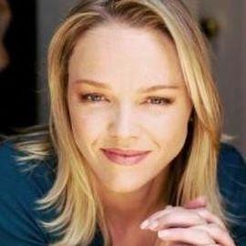 Lauren Bowles Headshot