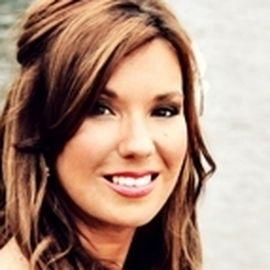 Mandy Hale Headshot