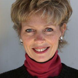 Katrina Kenison Headshot