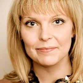 Jenn Rogien Headshot