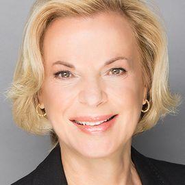 Elizabeth Nabel Headshot