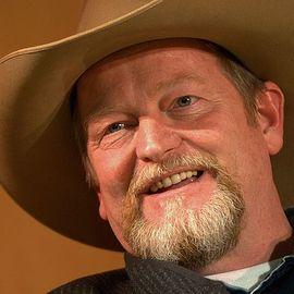 Craig Johnson Headshot
