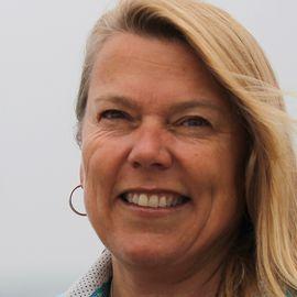 Dawn Riley Headshot