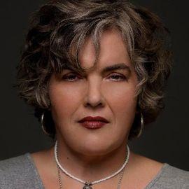 Julie Rieger Headshot
