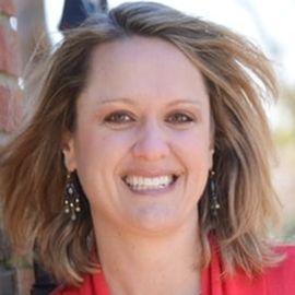 Stephanie McPhail Headshot