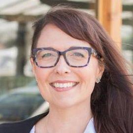 Erica McMannes Headshot