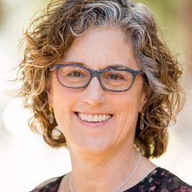 Louise Aronson Headshot