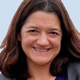 Cindy Alvarez Headshot