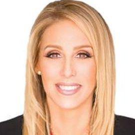Dr. Jenn Mann Headshot
