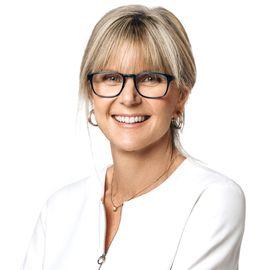Lorna Davis Headshot