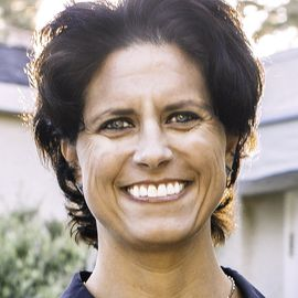 Julie Uhrman Headshot