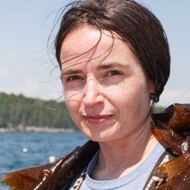 Sarah Redmond Headshot