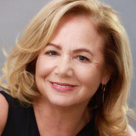 Cheryl Reibel Headshot