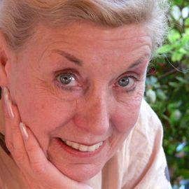 Betty Williams Headshot